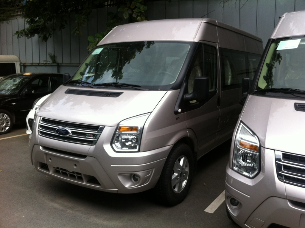 Ford Transit LUXURY 16 Chỗ