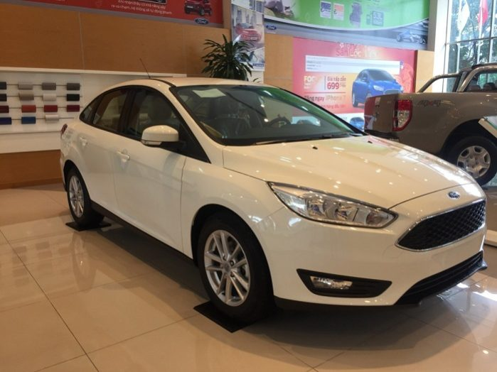 Ford Focus Trend Mới
