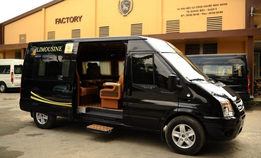 Ford Transit Limousine mới