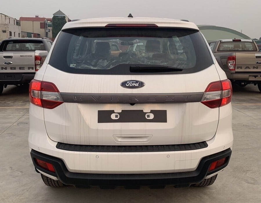 Đuôi xe Ford Everest Ambiente mới