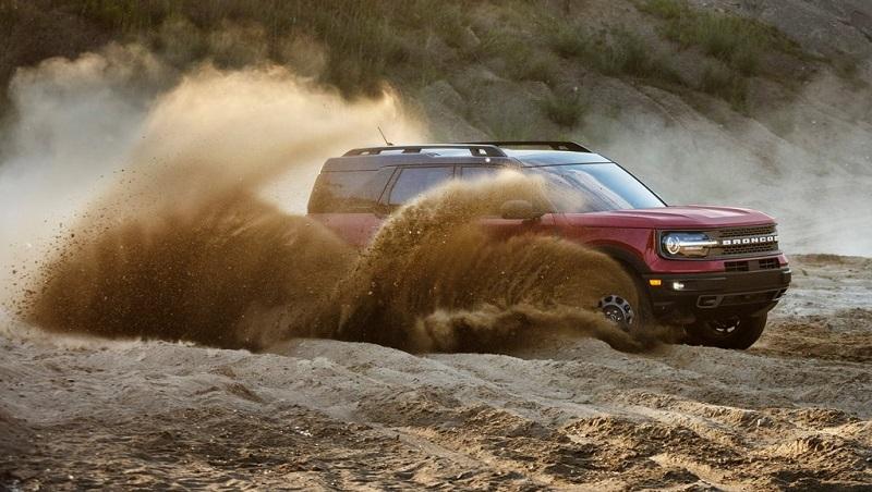Ford Bronco 2021 với thiết kế đi trên đường xa mạc