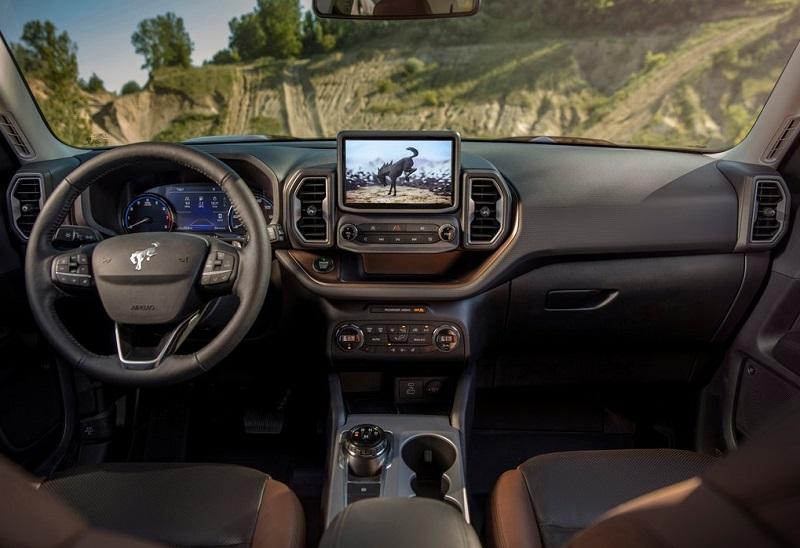 Ford Bronco 2021 với lội thất mới