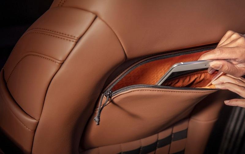 Ford Bronco 2021 với ngăn đựng đồ sau hàng ghế . Ford Thăng Long